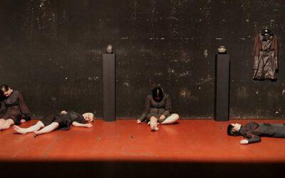 Posmrtna odijela i urne (2006)